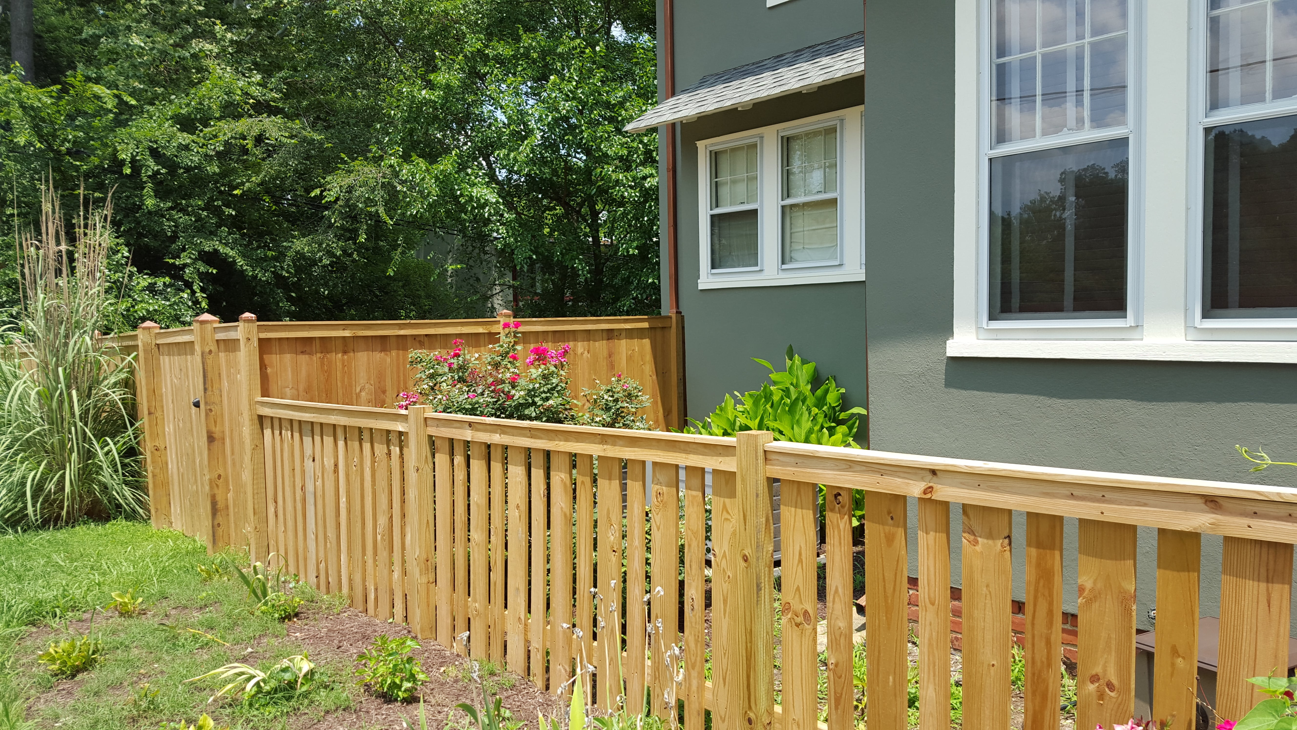 A beautiful custom alternating pickett wood fence adorns this recent renovation on Semmes avenue in Richmond's Forest Hill district.